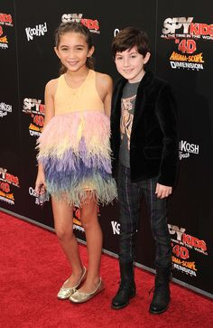 Actor Mason Cook poses with actress Rowan Blanchard at 'Spy Kids: All The Time In The World Los Angeles premiere at the Regal Cinemas L. Live on July 2011 in Los Angeles, California. New Disney Channel Shows, Disney Channel Stars, Disney Stars, Girl Meets World Riley, Girl Meets World Cast, Rowan Blanchard, Spy Kids 4, Time In The World, Boy Models