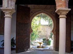 Ronda PALACIO DE MONDRAGÓN Su patio árabe, enmarcado por un bello arco de herradura de época almohade