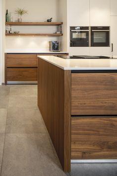 Solid Wood Kitchens, Brown Kitchens, Walnut Kitchen, Home Again, Kitchen Design, Kitchen Ideas, Interior And Exterior, Sweet Home, Home And Garden