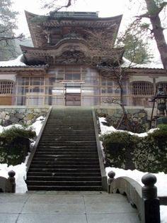 Eihei-ji, le temple école du bouddhisme zen ou comment prendre un bon bol d'air dans la montagne et visiter un superbe sanctuaire !  Retrouvez l'intégralité de l'article et toutes les photos sur le site : http://www.m0shi-m0shi.com/8-Eihei-ji-temple-ecole-bouddhisme-zen-article-M0shi-M0shi.com.html