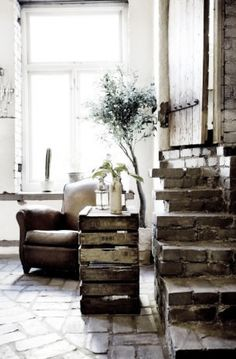 Vintage chic: Inspirerende hjem/ inspiring home Brick Steps, Sweet Home, Interior And Exterior, Interior Design, Leather Club Chairs, Brick Flooring, Decoration, Rustic Decor, Rustic Style