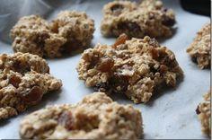 Easy Vegan Oatmeal Raisin Cookies. No butter, no flour, no sugar, no eggs and they taste yummy! Easy to tweak. Ingredients are: oats, bananas, applesauce, sea salt, cinnamon, and raisins.