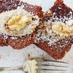 """Αυτή είναι η φανουρόπιτά μας, που τρώγεται όλο το χρόνο, γιατί στην ουσία είναι ένα υγιεινό κέικ πορτοκαλιού χωρίς αλεύρι, αυγά και ζάχαρη. Στολίστηκε με ταχίνι ολικής και καρύδια Χιλής, τα οποία και αυτή την εβδομάδα είναι σε προσφορά, και στα καταστήματά μας, και φυσικά στο eshop μας.  Κάντε κλικ στο λινκ στο προφίλ, για να βρείτε και τη συνταγή (στην ενότητα """"Νέα""""), αλλά και τα υπέροχα αυτά καρύδια (στην ενότητα """"Προσφορές"""") 😋! French Toast, Breakfast, Food, Morning Coffee, Essen, Meals, Yemek, Eten"""