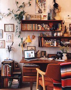 Inspiring Simple Work Desk Decorations and Setup 28 Inspiring Simple Work Desk Decor. Mesa Home Office, Home Office Desks, Office Decor, Office Ideas, Work Desk Decor, Cozy Office, Office Workspace, Office Rug, Workspace Design