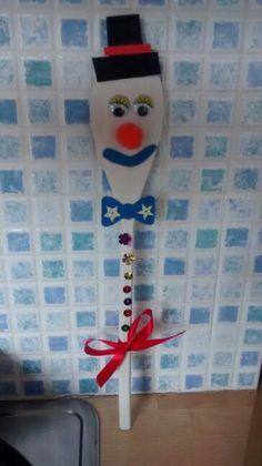 Easy Christmas crafts for kids. Wooden Spoon Snowman.