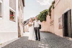 Dieses traumhaft schöne Hochzeitsfoto habe ich in #Dürnstein in der #wachau fotografiert :-) . #hochzeitsfotos #weddingpics #hochzeitsfotografie Fashion, Wedding Photography, Nice Asses, Moda, Fashion Styles, Fashion Illustrations