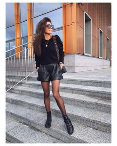 Discover recipes, home ideas, style inspiration and other ideas to try. Leder Shorts Outfit, Black Shorts Outfit, Black Leather Shorts, All Black Outfit, Rome Outfits, Edgy Outfits, Short Outfits, Winter Shorts Outfits, Winter Fashion Outfits