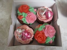 Cupcake gift box by Think Sweet! Cakes by Trisha