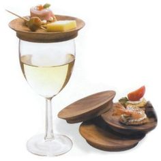 LOVE the little wine caps / mini-plates. I cannot tell you how many times I wished I had this at a party!!