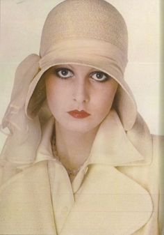 Twiggy, Photographed by Eva Sereny for Vogue UK. Delicate version of the retro-inspired 'Biba' Look of Vogue Uk, Vintage Outfits, Vintage Fashion, Vintage Couture, Moda Retro, Mein Style, Wearing A Hat, Linda Evangelista, Love Hat