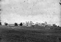 Projecto de 1874 do engº. R.Júlio Ferraz, de gosto revivalista. Este estabelecimento prisional, cuja construção foi concluida em 1885, assemelha-se a uma fortaleza medieval. Este imóvel encontra-se classificado como Monumento de Interesse Público.