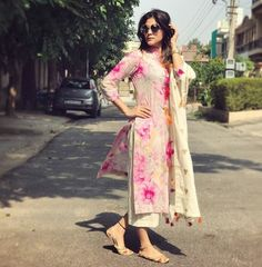 40 Ideas for how to wear wedges outfits blouses Pakistani Dresses, Indian Dresses, Indian Outfits, Indian Attire, Indian Wear, Kurta Designs, Blouse Designs, Suit Fashion, Fashion Dresses