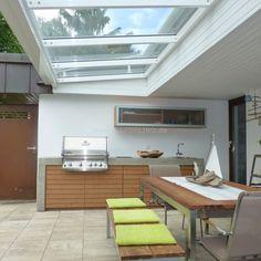 Individuelle Außenküche Aus Beton Und Holz Mit Überdachung Und Napoleon  Einbaugraull // Individual Outdoor Kitchen