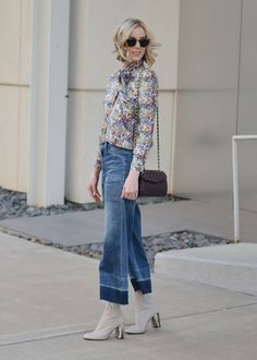 FW trends and outfits : denim culottes, floral blouse, cream ankle boots, Rebecca Minkoff bag Cropped Jeans Outfit, Jeans Outfit Summer, Outfit Jeans, Spring Outfits, Cropped Pants, Cream Ankle Boots, Ankle Boots With Jeans, How To Wear Culottes, Denim Culottes
