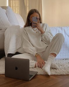 Follow our Pinterest Zaza_muse for more similar pictures :) Instagram: @zaza.muse | Style inspiration. Women's fashion. Sweat outfits. Home wear.
