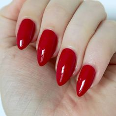 Red nail for a chic manicure - - Essie Winter 2016 Collection - Are you ready for some Christmassy nails? The new collection from Essie is flipping festive! Red Matte Nails, Bright Red Nails, Red Manicure, Red Acrylic Nails, Red Nail Polish, Pastel Nails, Essie, Short Red Nails, Subtle Nail Art