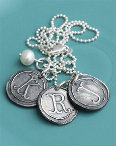 "<h3 id=""ctl00_cphContent_h3ProductName""> vintage silver charms necklace (rts)</h3>"