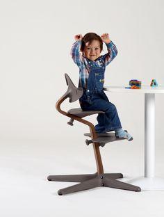 nomi der hochstuhl der mitw chst von baby bis jugendalter babystuhl kinderstuhl evomove. Black Bedroom Furniture Sets. Home Design Ideas