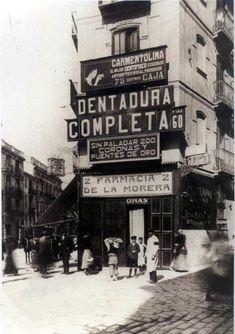 Farmacia Morera en Pintor Sorolla chaflán Juan de Austria.  En la actualidad edificio Banco de Valencia