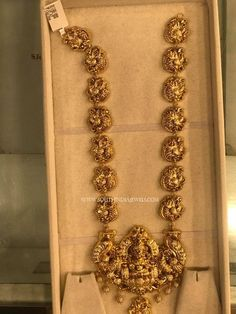 How To Clean Gold Jewelry With Baking Soda Antique Jewellery Designs, Gold Jewellery Design, Antique Jewelry, Designer Jewellery, Gold Temple Jewellery, Saree Jewellery, India Jewelry, Pearl Jewelry, Gold Chain Design