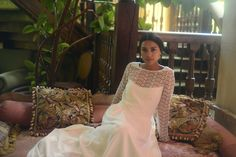 Robe Ella soie et dentelle de Calais grand dos nu collection 2017  sur www.organse.com#organseparis #collection2017 #créatriceparis #robedemariéesurmesure #robedentelle #roberomantique #robebohème #robedemariéecourte
