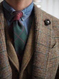 colcravate:  Lardini tweed jacket Lofttrading wool tie Ralphlauren tweed vest
