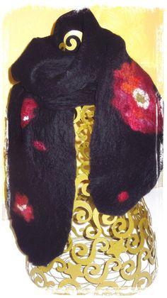 Un Grand Marché   Femmes flamboyantes en Automne · Echarpe Laine Feutrée  noir rouge orange Fleur Pivoine Accessoire Mode ebe2b30a032