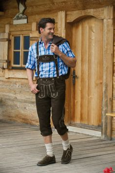 Alpine bundhosen breeches traditionally associated with Bavaria. Similar leggings lederhosen are typically shorter than the knees. Modern Traditional, Traditional Outfits, German Lederhosen, Alpine Style, Men In Heels, Theatre Costumes, Winter Mode, Complete Outfits, Austria