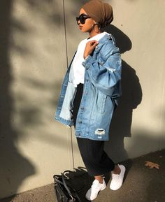 Best Turban Outfits 21 Best Turban Outfits Fashion Arabic Style Illustration Description بيبي – Read More – How to wear the oversized jean jackets with hijab Hijab Outfit, Turban Outfit, Hijab Turban Style, Hijab Chic, Modern Hijab Fashion, Street Hijab Fashion, Muslim Fashion, Modest Fashion, Fashion Outfits