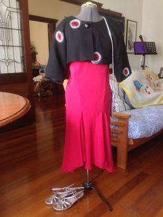 What: Black / red / white Miro cropped swing jacket V8414, Ginger dress, silver cross body bag, silver Airflex sandals When: dinner at Wasai When: 20140307