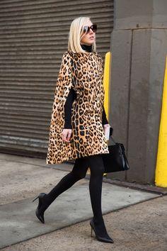 New York Fashion Week Street Style Fall 2015 New York Fashion Week Street Style, Nyfw Street Style, Autumn Street Style, Cool Street Fashion, Street Chic, Animal Print Outfits, Animal Print Fashion, Fashion Prints, Animal Prints