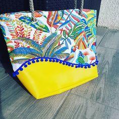 Stéphanie DUPUY VIAUD sur Instagram: Sac été Un sac bien pep's pour les beaux jours qui arrive! Similicuir jaune et tissu toile de coton motifs tropicaux. Galon pompon bleu…