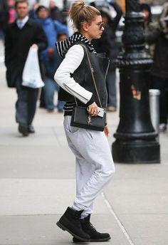 hailey baldwin look comfy bag saint laurent