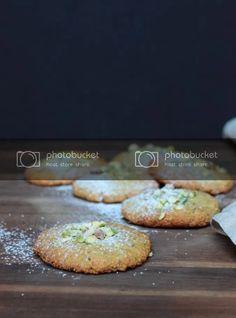 almond pistachio cookies