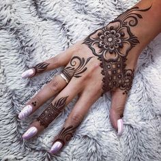 """1,935 mentions J'aime, 32 commentaires - Mehndika Joey Henna (@mehndikajoeyhenna) sur Instagram: """"What do you think of this design I just did in 100% jagua henna? That's to @lucy_martin1825 for…"""""""