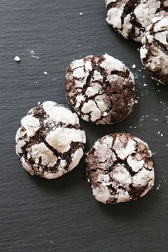 Gluten and dairy free chocolate crinkle cookies Chocolate Crinkle Cookies, Chocolate Crinkles, Cake Recipes, Dessert Recipes, Dairy Free Chocolate, Tasty, Yummy Food, Healthy Cake, Sweet Cakes