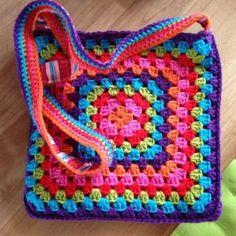 Transcendent Crochet a Solid Granny Square Ideas. Inconceivable Crochet a Solid Granny Square Ideas. Diy Crochet Bag, Crochet Purse Patterns, Crochet Gifts, Knitting Patterns, Easy Knitting, Free Crochet, Afghan Patterns, Square Patterns, Tote Pattern