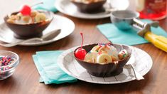 This easy, step-by-step guide shows you how to make edible chocolate bowls that you can fill with ice cream, mousse, fruit or whatever your heart desires. Best Fondue Recipe, Fondue Recipes, Cake Recipes, Chocolate Covered Cherries, Chocolate Cherry, Chocolate Ganache, Chocolate Desserts, German Chocolate, How To Make Chocolate