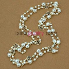 Trendy hand-made imitation pearl ornate strand necklace