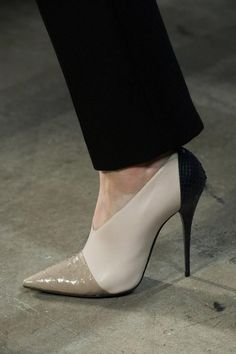 Zapatos de mujer - Womens Shoes - Narciso Rodriguez Fall 2013 - womens discount dress shoes, womens athletic shoes, shop for womens shoes online Fab Shoes, Pretty Shoes, Crazy Shoes, Beautiful Shoes, Cute Shoes, Me Too Shoes, Shoes Heels, Zapatos Shoes, Beautiful Life