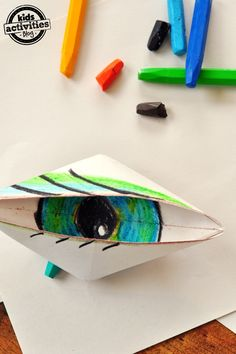 Make a blinking eye out of paper - with easy to follow origami instructions. this kids craft is sure to wow!