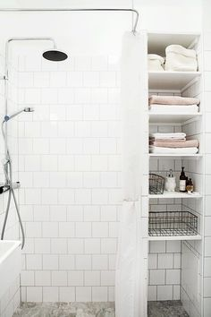 Dwelling Style Floor Strategy - How To Purchase A Home Layout Flooring Approach? 11 Tips For A Minimal Clutter Free Bathroom - Diy Home Decor And Crafts - Your Diy Family Minimalist Bathroom Inspiration, Minimalist Home Decor, Modern Minimalist, Bathroom Storage Units, Bathroom Storage Solutions, Bathroom Organization, Bathroom Ideas, Shower Storage, Bathroom Remodeling