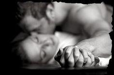 """""""Lasciami sciolte le mani e il cuore, lasciami libero! Lascia che le mie dita scorrano per le strade del tuo corpo.""""  Pablo Neruda"""