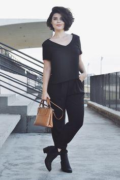 Débora Alcântara arrasando com esse look todo preto.