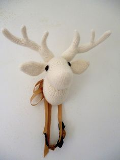 My Dear - vegan deer trophy pattern by Claire Dot Garland Pebbles - free pattern on Ravelry