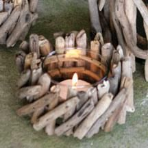 driftwood candle Love it! Twig Furniture, Furniture Styles, Beach Crafts, Fun Crafts, Diy Craft Projects, Wood Projects, Driftwood Candle Holders, Driftwood Crafts, Rustic Outdoor