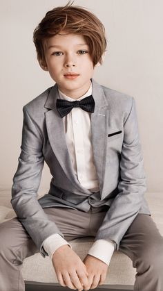 Dazzling dresses and dapper suits for fun-loving kids: explore our new collection of occasionwear fo Little Kid Fashion, Kids Fashion Boy, Kids Photography Boys, Boy Photography Poses, Fashion Trends 2018, Boys Wedding Suits, Dapper Suits, Portrait Studio, Outfits Niños