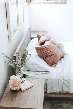 Top Retro home decor ideas - Amazing to creative decor suggestions. retro home decorating bedroom wonderful tip number 8536592708 shared on this day 20190316 Bedroom Inspo, Home Decor Bedroom, Bedroom Ideas, Bedroom Interiors, Master Bedroom, Bedroom Simple, Crystal Bedroom Decor, Girls Bedroom, Simple Rooms