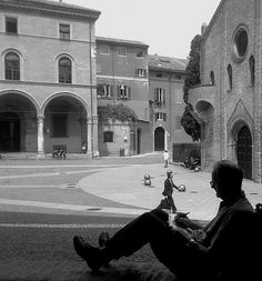 Bologna piazza S. Bologna Italy, Places In Italy, Wonderful Picture, Visit Italy, New Journey, Black And White Pictures, Places Ive Been, Beautiful Places, Vacation