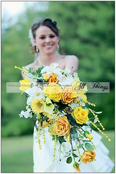 Wedding wedding wedding!! Focus on the flowers again. :)
